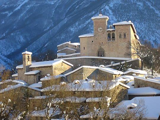 Castello-Brancaleoni-innevato